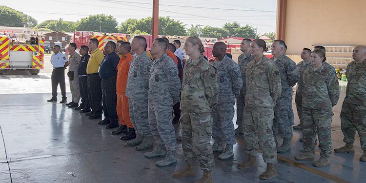 """Efectivos del 612 Escuadrón Aéreo de la Fuerza de Tarea Conjunta-Bravo (FCTB) dieron la bienvenida al ejercicio multinacional de bomberos en la Base Aérea """"Enrique Soto Cano"""", Comayagua."""
