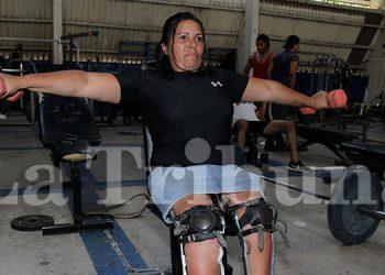 La atleta parapanamericana, Nuri Sarahy Aguilar Carbajal, entrena hasta tres horas diarias en los gimnasios de la Villa Olímpica, en Tegucigalpa.