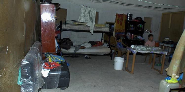 Las familias  han  acondicionado  el  lugar para vivir,  pero  no  cuentan  con  todas  las  condiciones  necesarias.