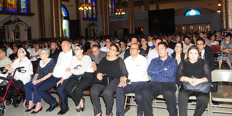 Cientos de personas acudieron a la basílica de Suyapa, a la misa de cuerpo presente en honor al doctor Mario Ernesto Rivera Vásquez.