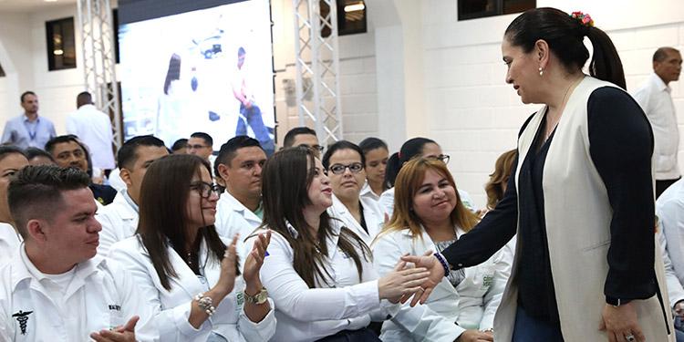García también los exhortó a que nunca se queden conformes o indiferentes a lo que sienten o viven los demás.