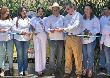 Con un corte de cinta se dejo por inaugurada la 43 edición del Festival del Maíz en Danlí.