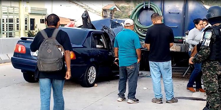 Las autoridades llegaron al lugar del accidente este sábado.
