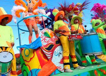 El colorido carnaval de San Miguel Arcangel cada año genera mayor simpatía entre turistas nacionales e internacinales.