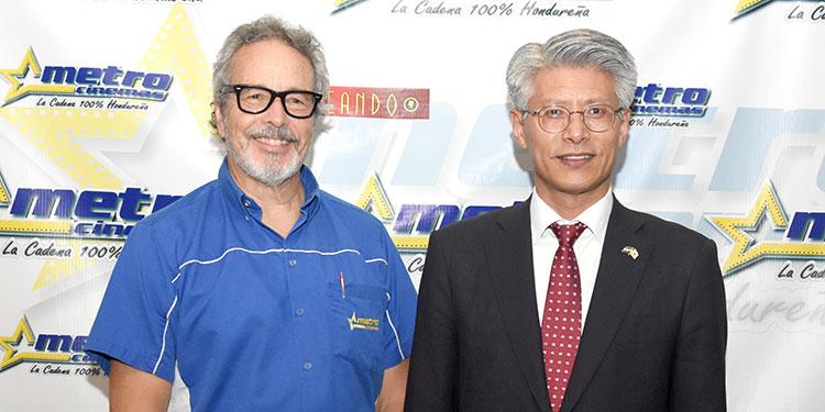 José María Agurcia y embajador Seung ki Shin.