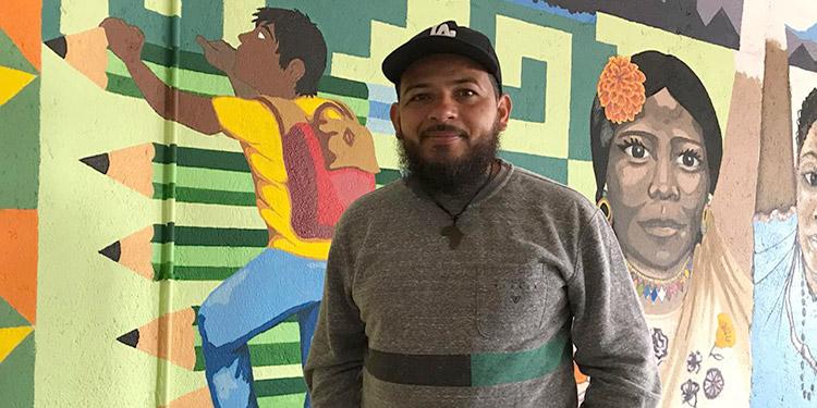 """En Tijuana, México, Douglas Oviedo fue uno de los fundadores del albergue """"El Puente"""", donde atienden a los migrantes que aguardan resolución a sus solicitudes de asilo en Estados Unidos."""