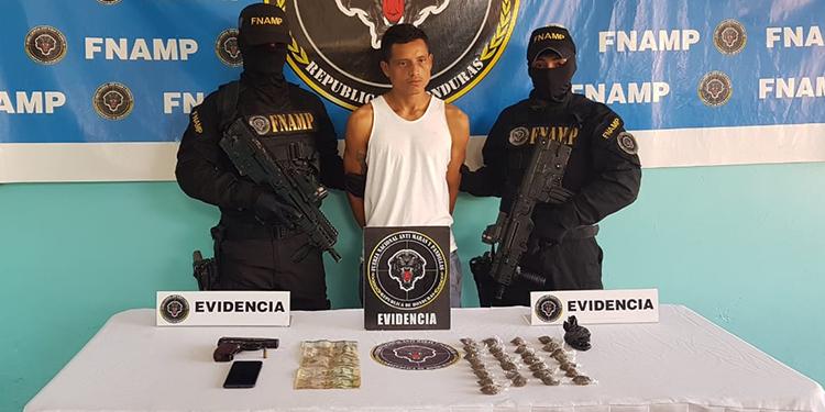 """Celín Isaías Pérez Alfaro de 22 años, conocido criminalmente como """"Polache"""" era distribuidor de drogas de la MS-13 en El Porvenir, Atlántida."""