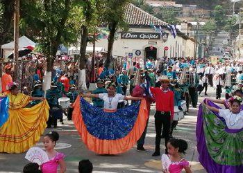 Los desfiles en el centro de Danlí, El Paraíso,  estuvieron muy animados gracias al esfuerzo de los centros de educación básica.
