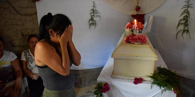 Un análisis minucioso de la autopsia descartará las causas de muerte de la niña Nataly Lizeth Montoya Márquez, supuestamente envenenada con golosinas.