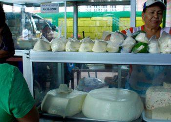 Los lácteos aumentaron dos lempiras en los mercados y ferias de la capital.