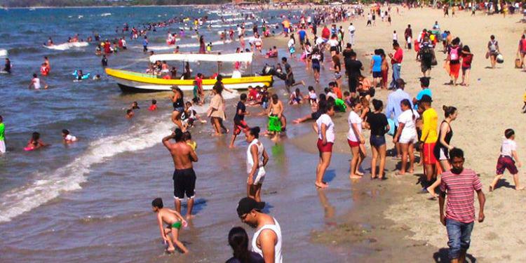 La unificación de los feriados en octubre con el fin de propiciar el turismo interno.