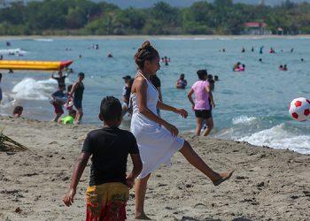 Las playas de la comunidad garífuna de La Ensenada son muy visitadas durante casi todo el año.