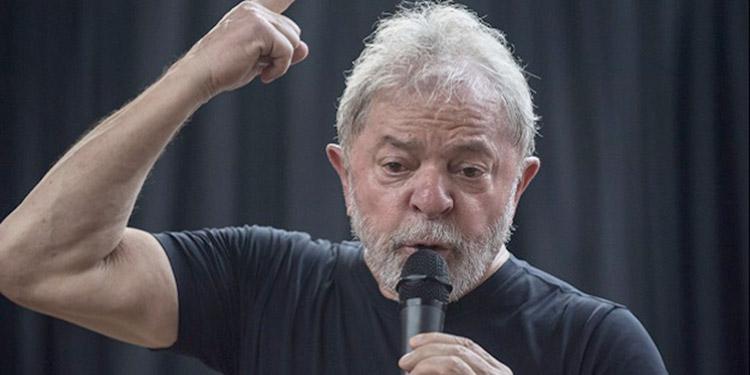 El expresidente brasileño rechazó la posibilidad ofrecida por los fiscales de salir de la cárcel bajo condiciones, y dijo que no cambia su dignidad por libertad.