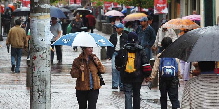 En la zona central se mantendrán lluvias moderadas para este lunes.