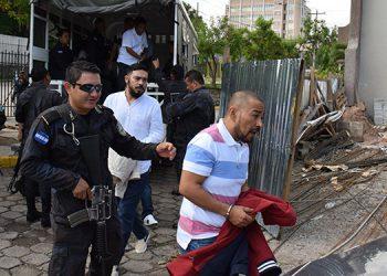 """Alexander Mendoza apodado """"Porky"""" y Jairo Anwar Orellana Recinos, alias """"Kawas"""", líder nacional y segundo al mando de la MS-13, a quienes el MP los acusa por el crimen de dos fiscales en SPS."""
