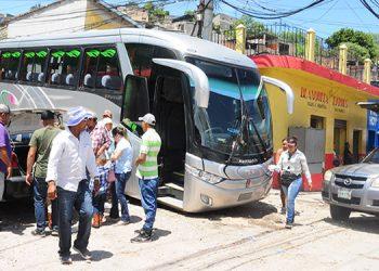 Las empresas de transporte esperan que el número de pasajeros aumente en los próximos días con la extensión del feriado a la empresa privada.