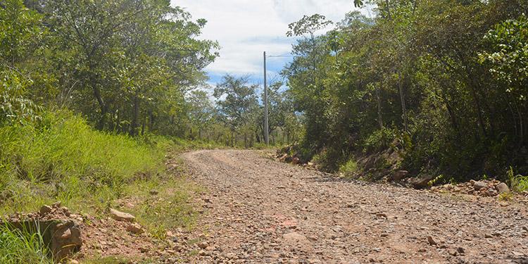 La carretera entre Lizapa y Maraita requiere ampliación y pavimentación para el ingreso de vehículos pesados y la salida de los productos, como cebolla y ganado, entre otros.