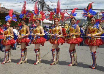 Danlí tradicionalmente presenta cuadros de palillonas con grandes vestuarios.