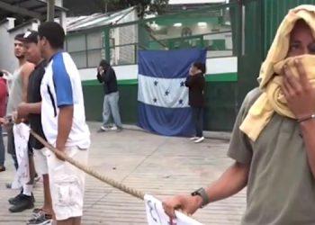 Los manifestantes paralizaron el acceso a la procesadora de pollo al sur de la capital.