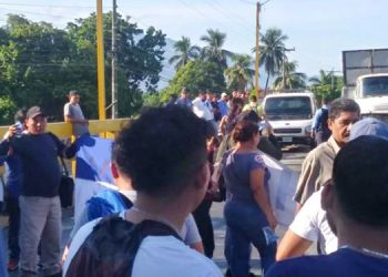Manifestantes se tomaron el puente en Quebrada Seca, pero acordaron con la Policía Nacional movilizarse al centro de El Progreso, Yoro.