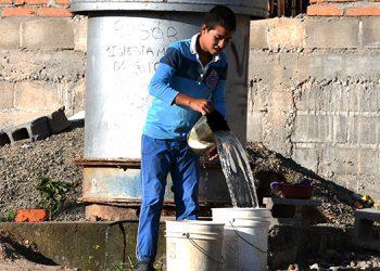 Un 40% de los hogares en la capital no tienen acceso al agua mediante tubería.