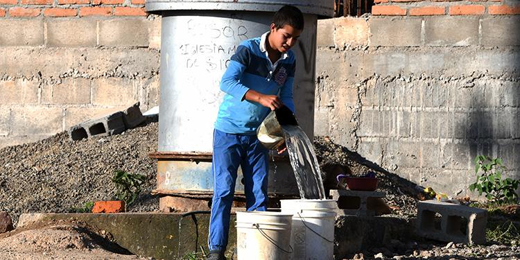 Un 40% de los hogares en Tegucigalpa, Honduras, no tienen acceso al agua mediante tubería.