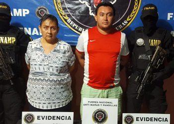 Zulma Elizabeth Méndez Alvarado (50) y Darwin Francisco Mercado Garcia (26) fueron detenidos con armas, marihuana y proyectiles.