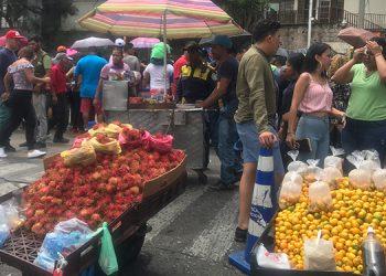 """A medio """"vapor"""" marcharon las ventas ambulantes en la capital del país, en el desfile del 198 aniversario patrio."""