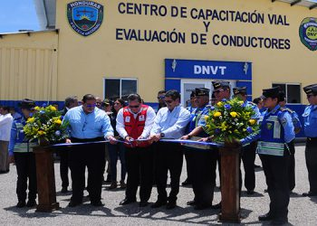 La inauguración del centro de formación para conductores se realizó ayer en la aldea Las Casitas, a eso de las 11:00 de la mañana.