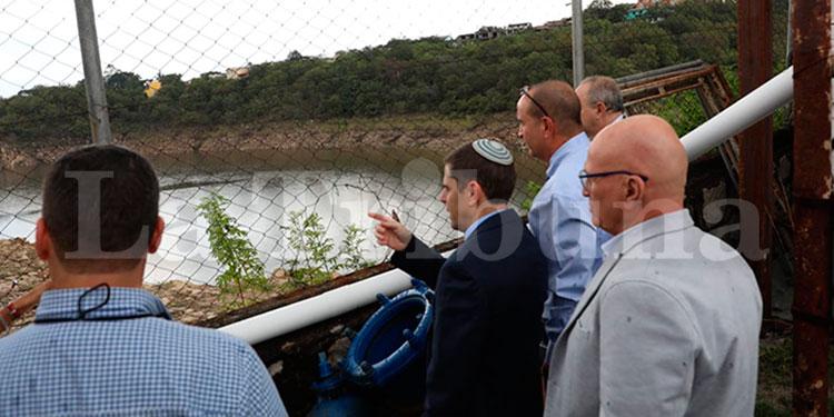 Los israelitas cuando visitaban ayer la represa Los Laureles, en la capital.