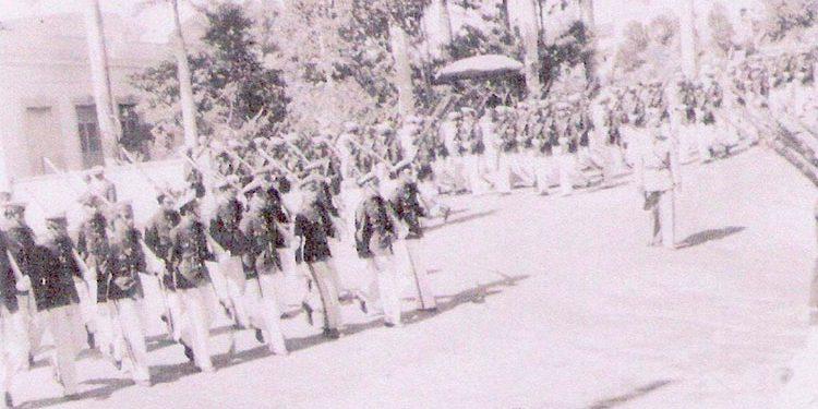 1    El Instituto Central de Varones marchando por las calles de la capital en 1951.