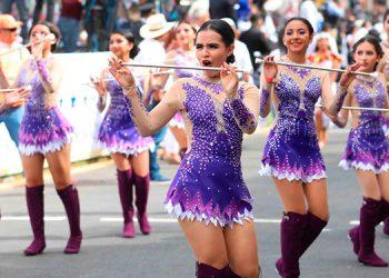 Las chicas del Central se lucieron durante el desfile ayer en la capital.