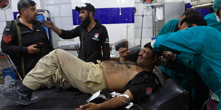 19 muertos y 300 heridos por terremoto en Pakistán