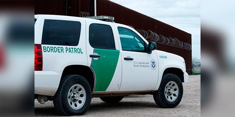 Patrulla Fronteriza de EEUU halla a 150 migrantes escondidos en un camión