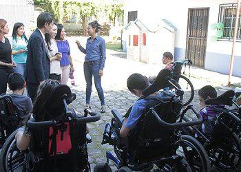 15 niños con discapacidad severa son atendidos en Casa Hogar Nuestros Pequeños Hermanos.