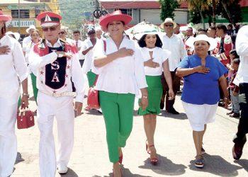 El maestro Marco Alberto Egan, a sus 81 años, realizó su último desfile en Tela.