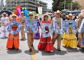 Formando la palabra Honduras, este cuadro estudiantes con trajes tipicos, reflejó el folclor y colorido en el festejo a la patria.