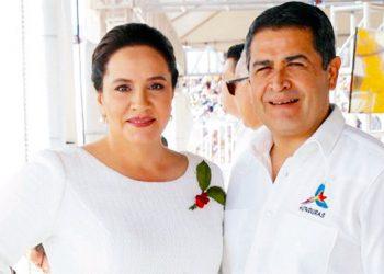 """La pareja presidencial presidirá los desfiles de hoy, en el estadio Nacional """"Tiburcio Carías Andino""""."""
