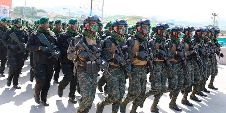 La Policía Militar de Orden Público (PMOP) se ganó los aplausos entre los espectadores.