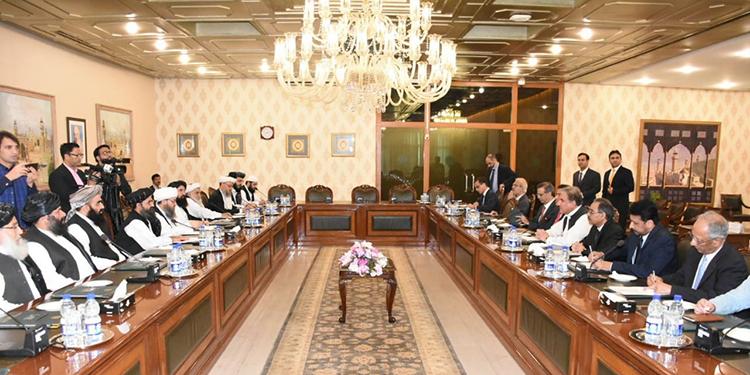 El gobierno de Pakistán y lideres talibanes de Afganistán pidieron este jueves nuevos acercamientos con Estados Unidos.