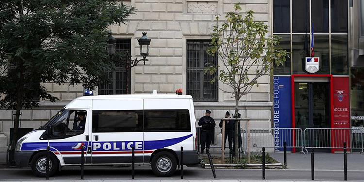 Cuatro uniformados fueron atacados a puñaladas por un empleado de la Comisaría de Policía parisina.