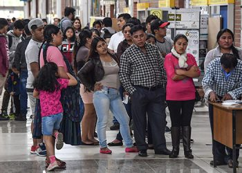 """La politóloga boliviana María Teresa Zegada dijo a la AFP que """"el poder ha sustituido las políticas en beneficio de toda la población""""."""