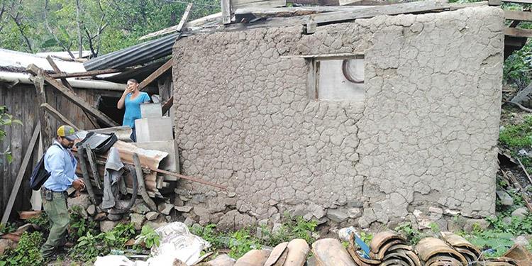 Sin techo quedaron 21 viviendas de la comunidad de El Boquerón, San Marcos de Colón, por los vendavales de la noche del lunes.
