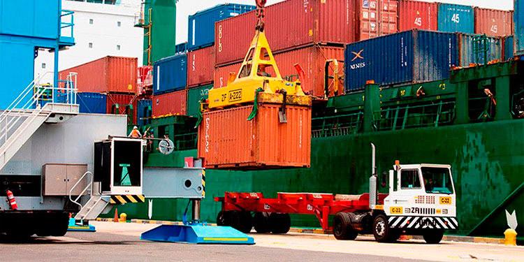 Los envíos en Centroamérica se basan principalmente en productos primarios, como azúcar, café y piña.