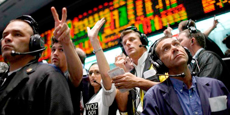 """El FMI aseguró que la guerra comercial entre EE. UU. y China """"está pasando factura""""."""
