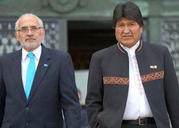 Carlos Meza (izquierda) y Evo Morales.