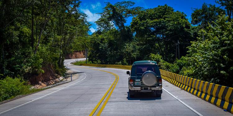 INSEP asegura que las carreteras del país se encuentran en óptimas condiciones, pero se requiere precaución.