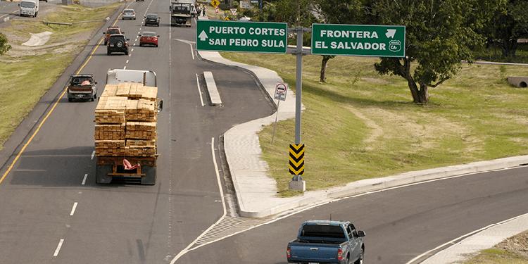 """El gobierno recomienda a los vacacionistas del reciente """"Feriado Morazánico"""" viajar temprano hacia sus casas."""