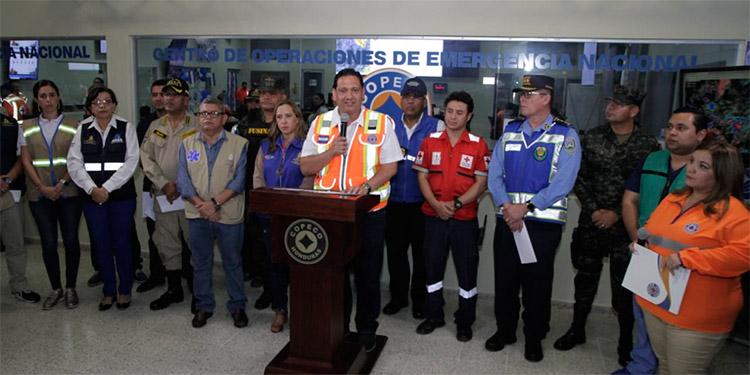 El comisionado de la Copeco, Gabriel Rubí, coordinó la rueda de prensa.