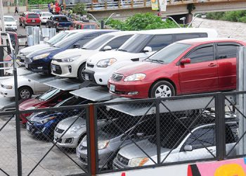 La modernidad llegó a Tegucigalpa con la puesta en operaciones de un moderno estacionamiento que opera a base de un sistema de elevación hidráulica.